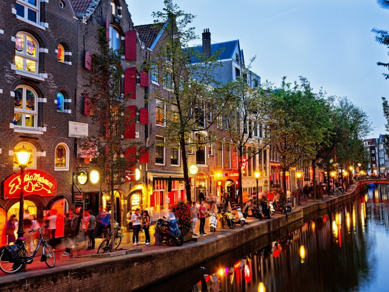 2-.canal-amsterdam-the-netherlands1